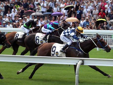 開幕した香港競馬。力強い伸び足をみせた9番のアイム・イン・チャージ