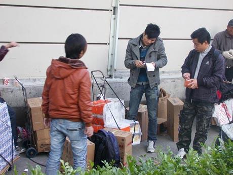 「爆買いの首都」香港に大きな変化をもたらした運び屋をめぐる「1周1行」の実施