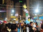 旧正月控え香港に巨大青空市場「年宵花市」登場 花より雑貨に人集まる