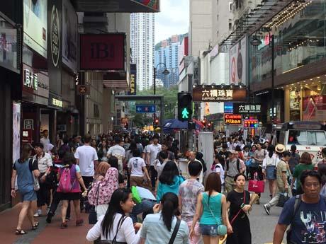 香港休日の繁華街の様子