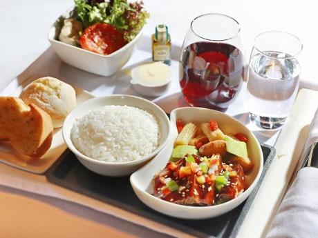 人気中華料理店とコラボのキャセイ航空