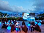 ザ・ペニンシュラ香港が新企画、7階の屋上のテラスで映画を無料上映
