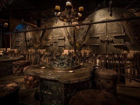 店内には炭鉱をモチーフにしたデザインが各所に施されいている