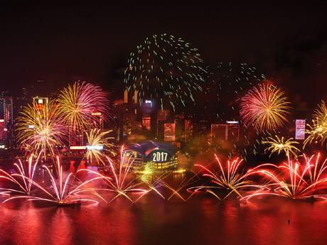 31日は例年同様、カウントダウンでビクトリアハーバーに花火が