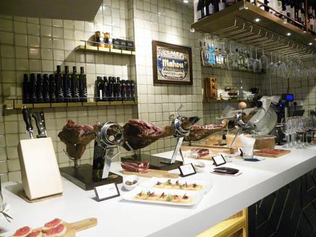 スペインの老舗イベリコハム店が香港で新業態を展開