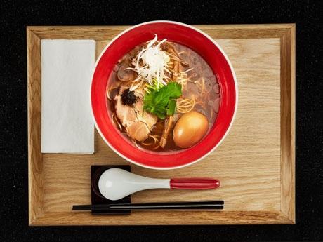 豚骨ラーメンが主流の香港で楽しめるしょう油ベースのスープ