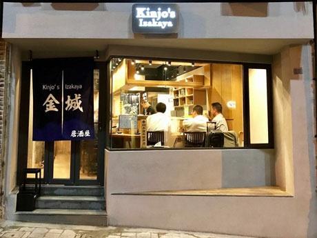 香港のバーやレストランが多いエリアながらも、落ち着いた趣の居酒屋