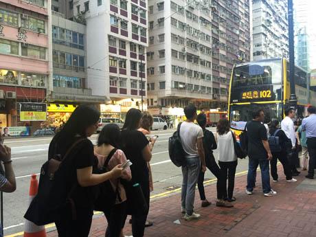 帰宅時間帯の香港の街の様子