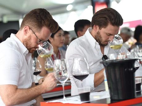毎年恒例となった「香港ワイン&ダイン・フェスティバル」は今回もセントラルフェリーピアで開催