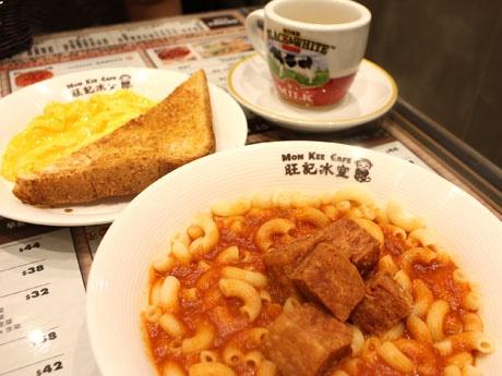 じっくり煮込んでつくられた「濃厚トマトスープとスパムマカロニ」