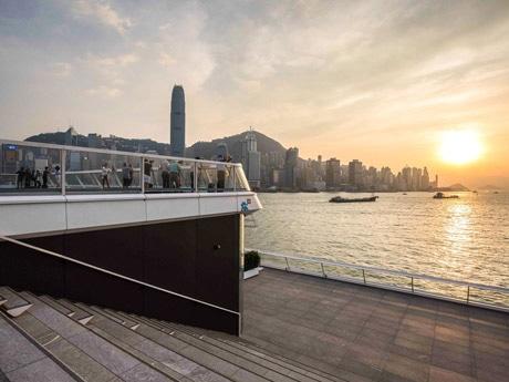 香港のオーシャン・ターミナル増築  270度見渡せる展望台が新デートスポットに