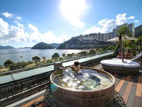 香港でも楽しむことができるヒノキ風呂
