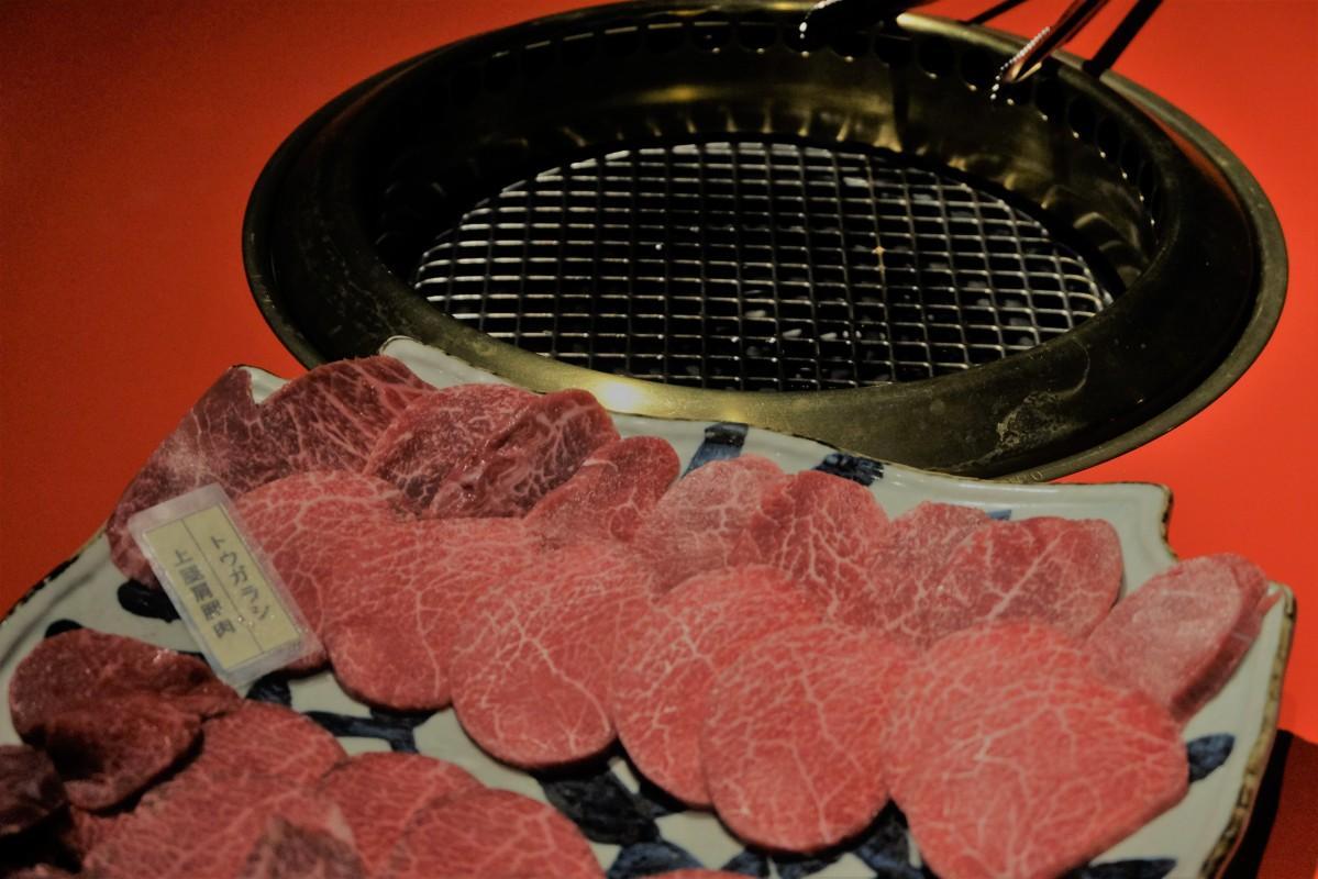 焼き肉を中心に懐石コースも提供する肉料理の和食店