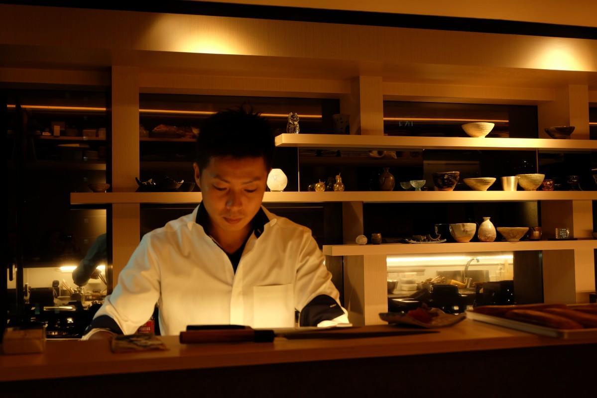 日本食普及の親善大使に任命された安東伸一さん