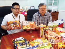 故林偉駿代表(右)の好きな言葉は「克己復礼」。価格を抑えることで誰もが良いものを手に入れることができるようにと走り抜けた