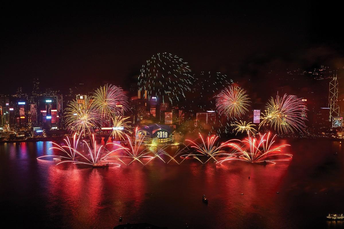 香港の空に打ち上げられる花火