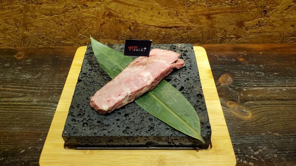 石焼きで提供するステーキはコストパフォーマンス重視