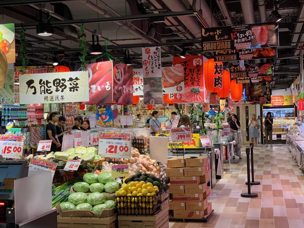食品関係を充実させた香港の店舗