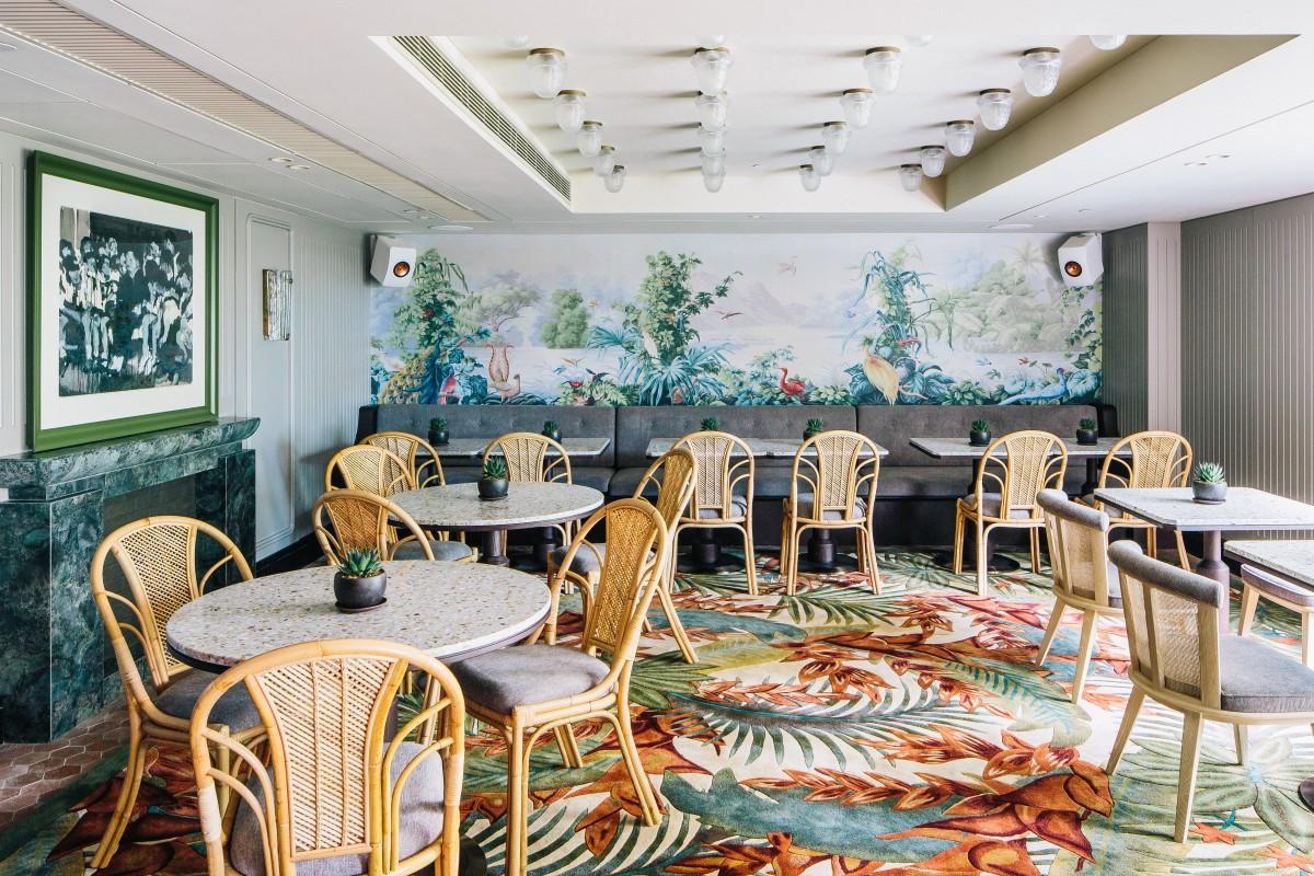 自然光が差し込む明るいDining Roomは架空の女性ルイーズの自宅という設定
