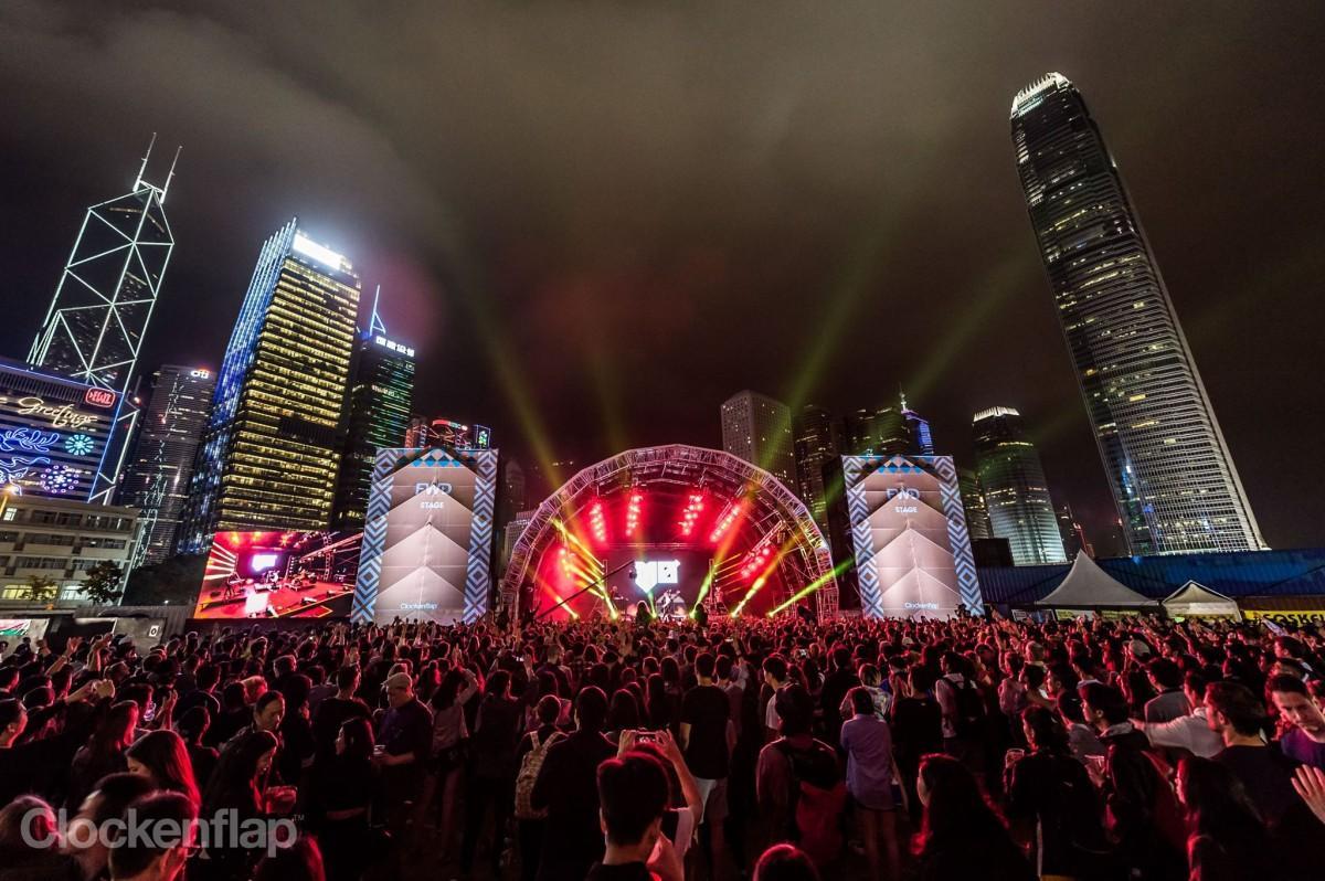 高層ビル群を背景に開催される野外音楽フェス写真は2017年開催時(Photo by Lusher Photography)