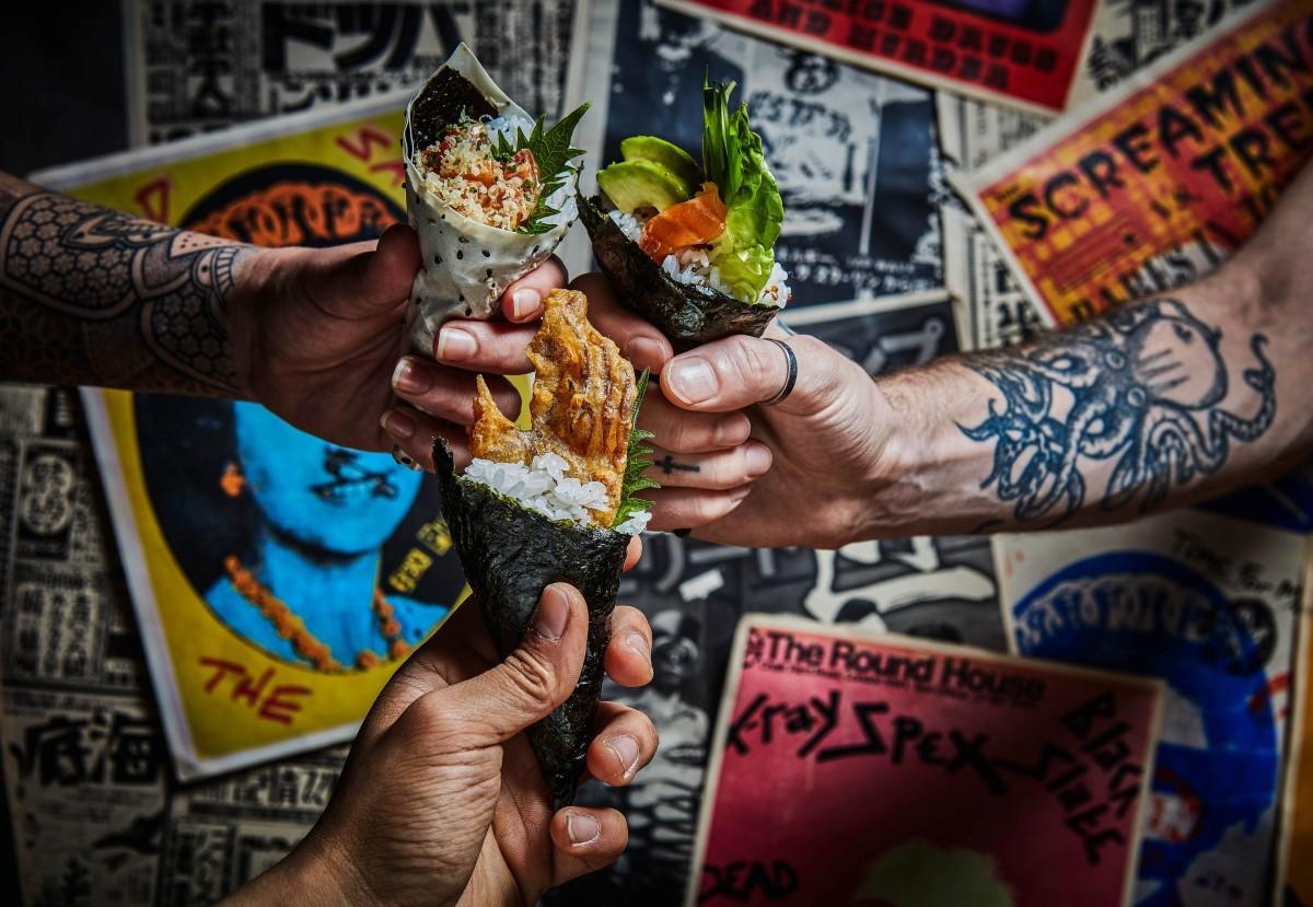 コーンシェルで巻いた手巻き寿司など斬新なメニューが並ぶ