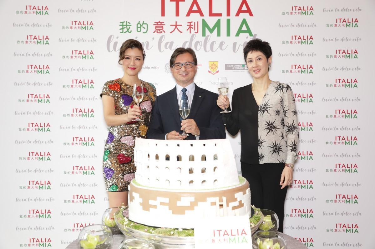 9月12日に開催された記者会見では在香港イタリア領事館総領事(中央)、タレントの 陳茵●    さん(左)、マルコポーロ ・ソサエティ理事長(右) ●=女へんに微のつくり