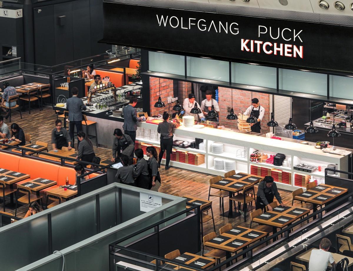 第1ターミナルの到着ロビーにオープンした香港初の店舗>