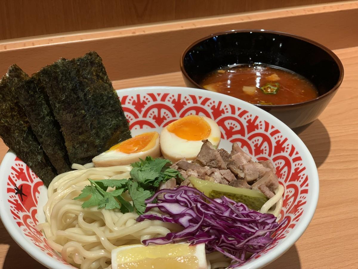 スープの辛さは6段階。麺の量は同金額で3つから選ぶことができる。