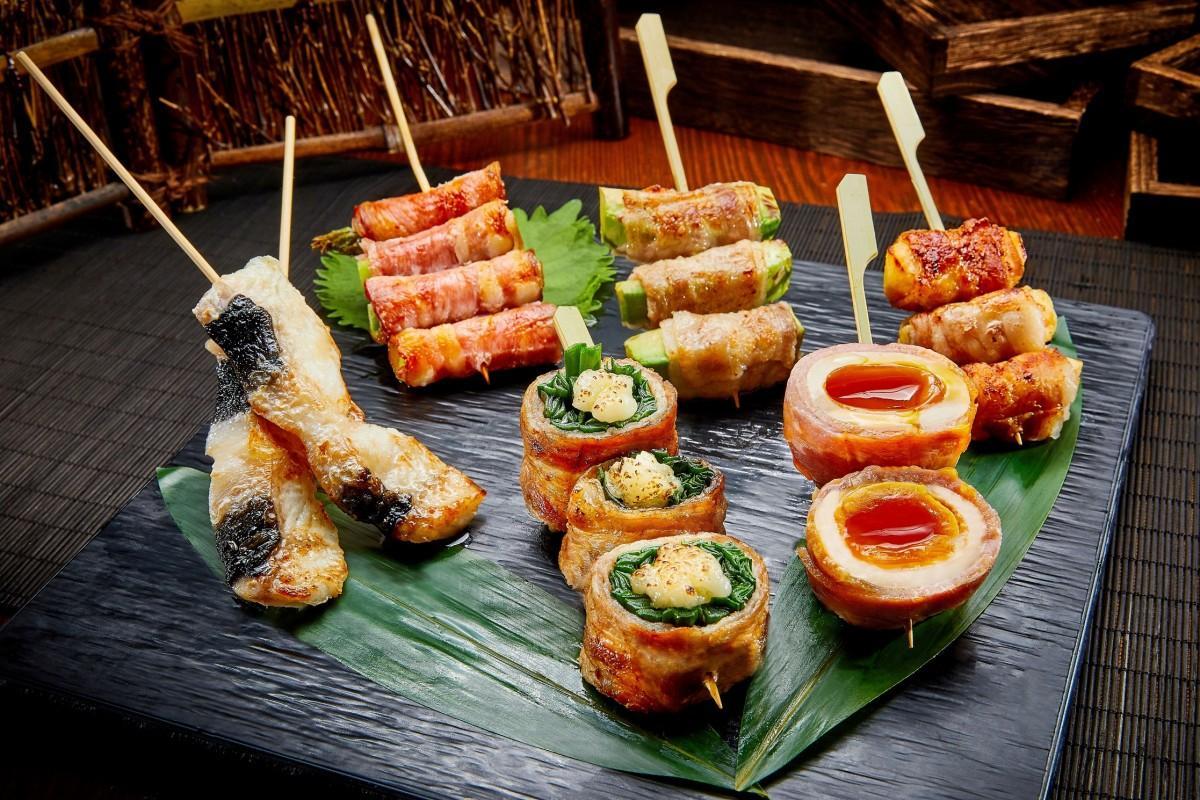 博多風に肉だけでなく、野菜やフルーツを使った串も多く用意