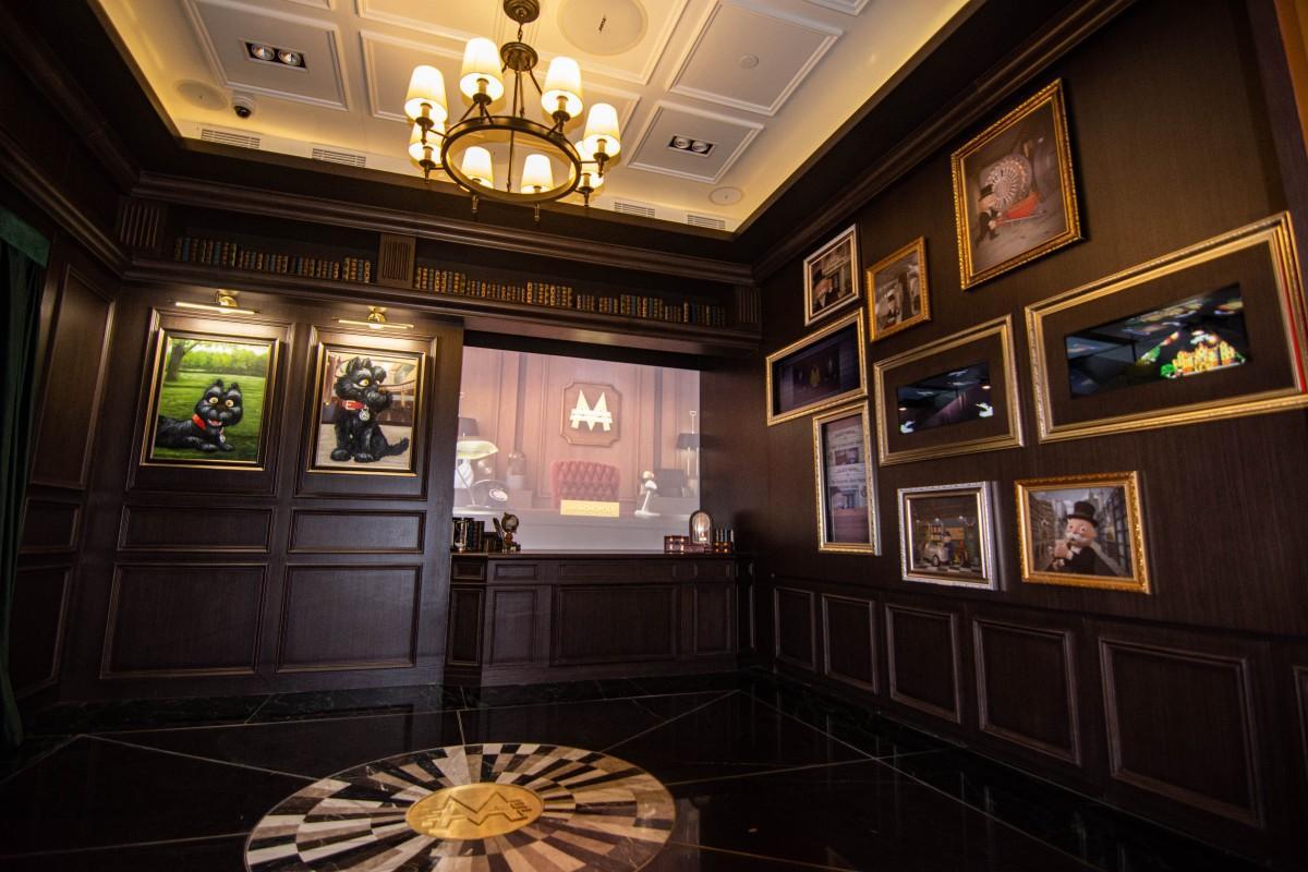 アトラクションの一つ、大富豪ミスター・モノポリーの書斎