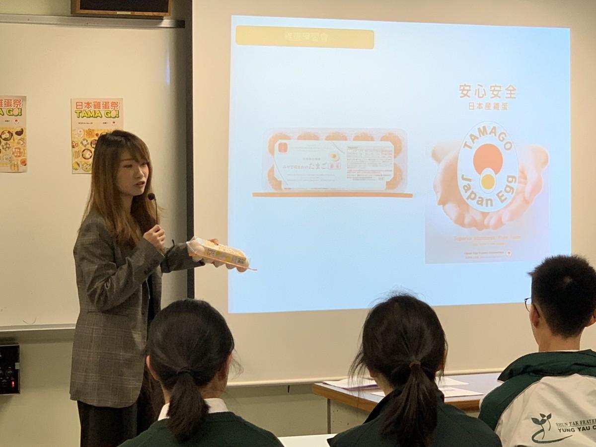 日本産たまごについて香港の生徒たちに解説