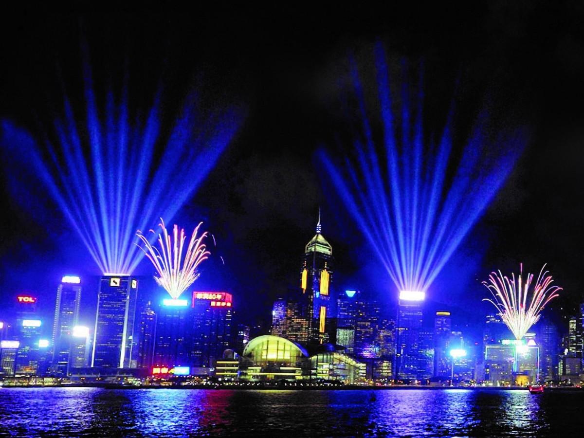 今年はシンフォニーオブライツ特別版で新年を迎える香港