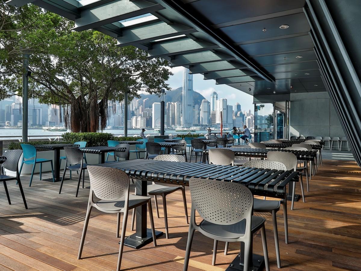 香港が世界に誇るハーバービューを全テラス席から楽しめる
