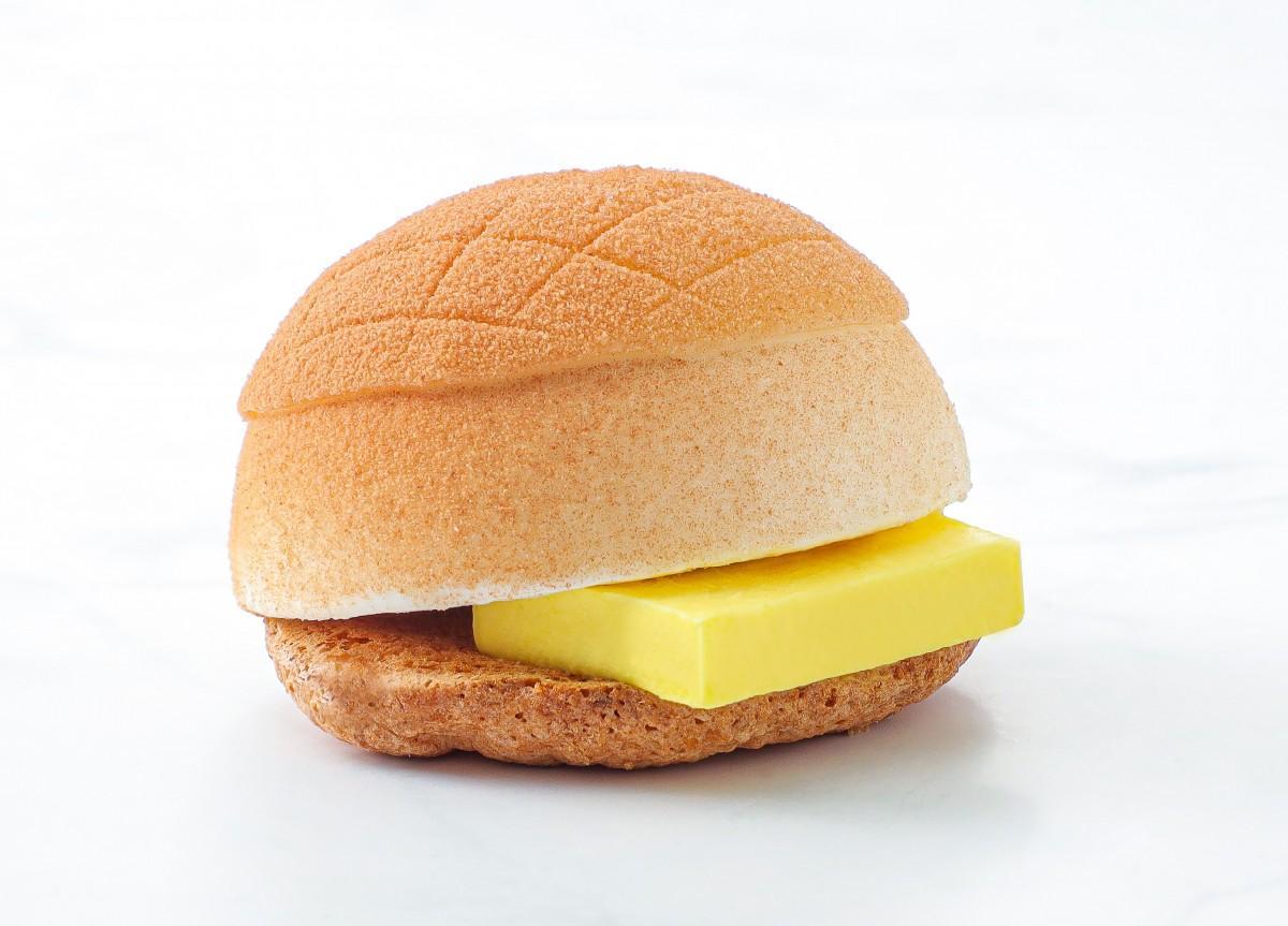 香港の菓子パン「パイナップルパン」を模った香港店限定のケーキ