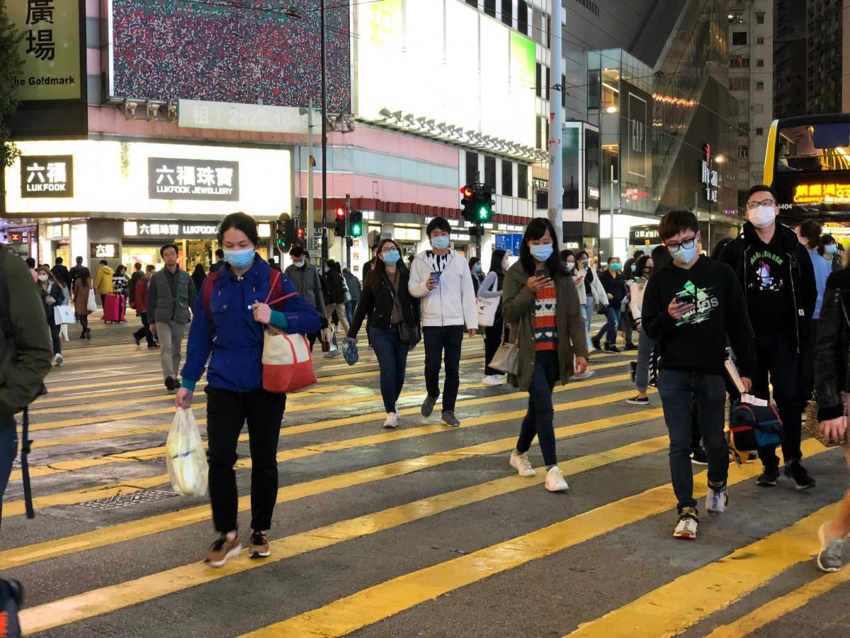 香港の街中はマスクも徹底