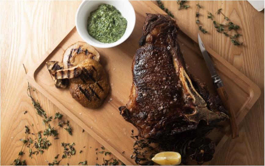 ボリューム感があり友人らとのシェアに最適というピエモンテ産のOPリブステーキ