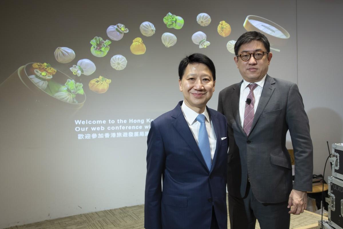 ウェブカンファレンスを実施した香港政府観光局の彭耀佳会長(左)と程鼎一事務局長