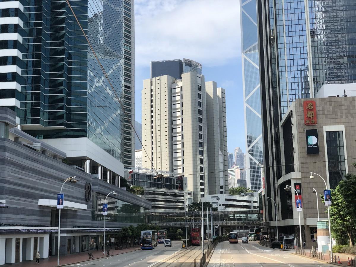 香港ではレストランの人数は無制限に緩和