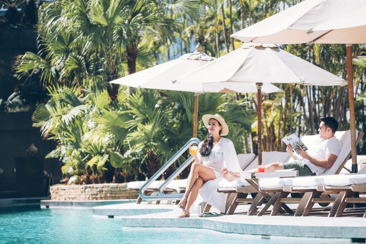 100以上のホテルが参加し独自のステイケーション・パッケージを提供。屋上プールやハーバービューが人気の「グランドハイアット香港」も破格プランを提供