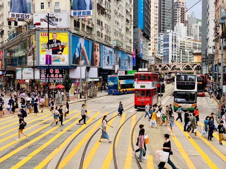 更なる厳しい措置を講じる香港