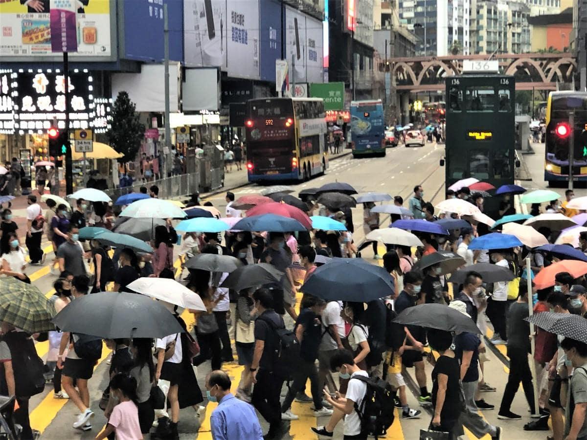 新型コロナ感染拡大は落ち着きをみせるも、経済的には大きなダメージを受けた香港