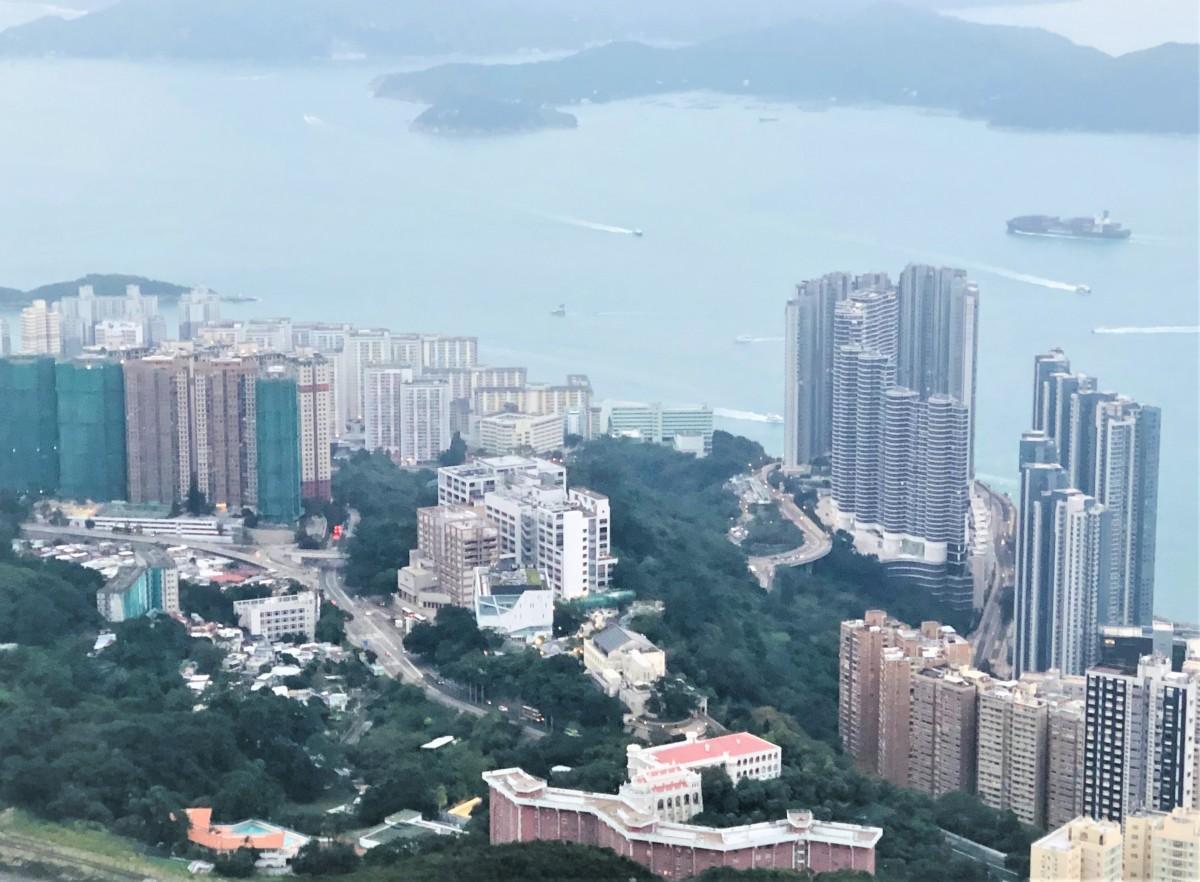感染者数が若干増えたことにより規制強化に乗り出した香港