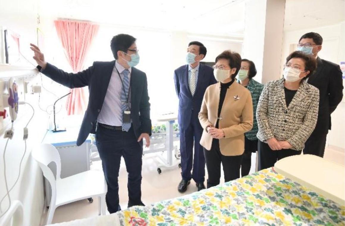 林鄭月娥行政長官も「北大嶼山醫院香港感染控制中心」の開幕セレモニーに参加し、病棟内を視察をした