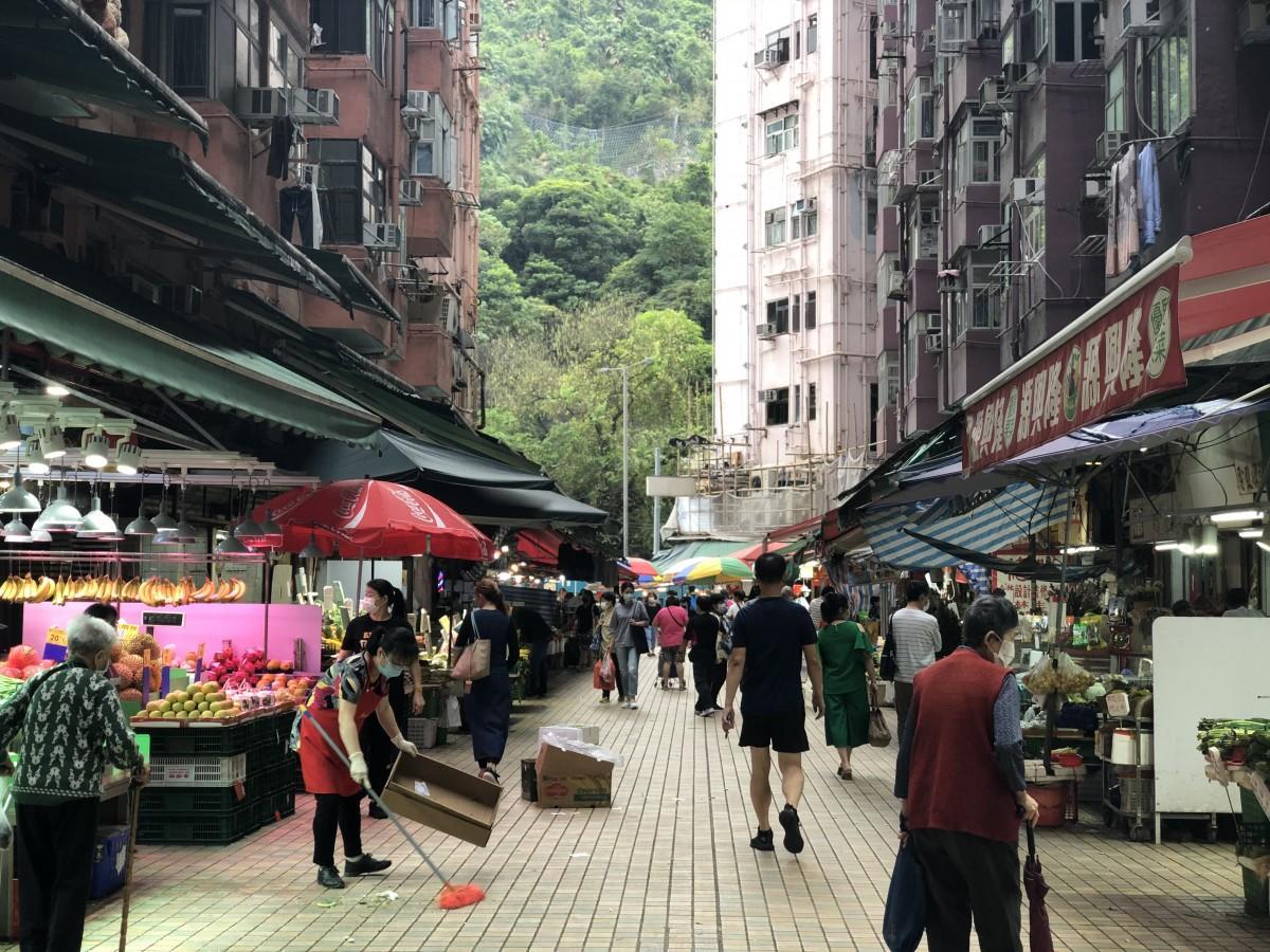 ワクチン接種を基準として、防疫措置を緩和していく方法を採る香港