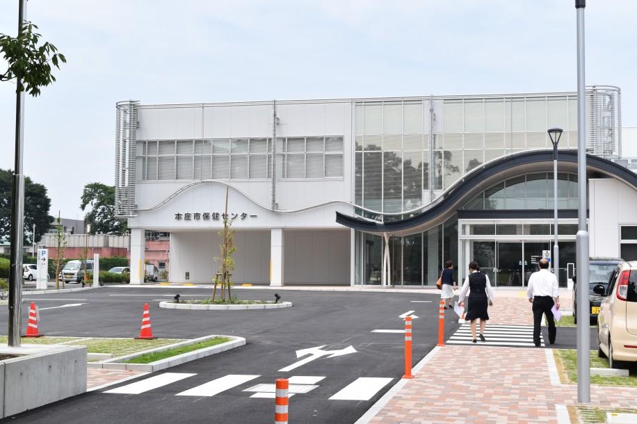 移転オープンした「本庄市保健センター」の外観