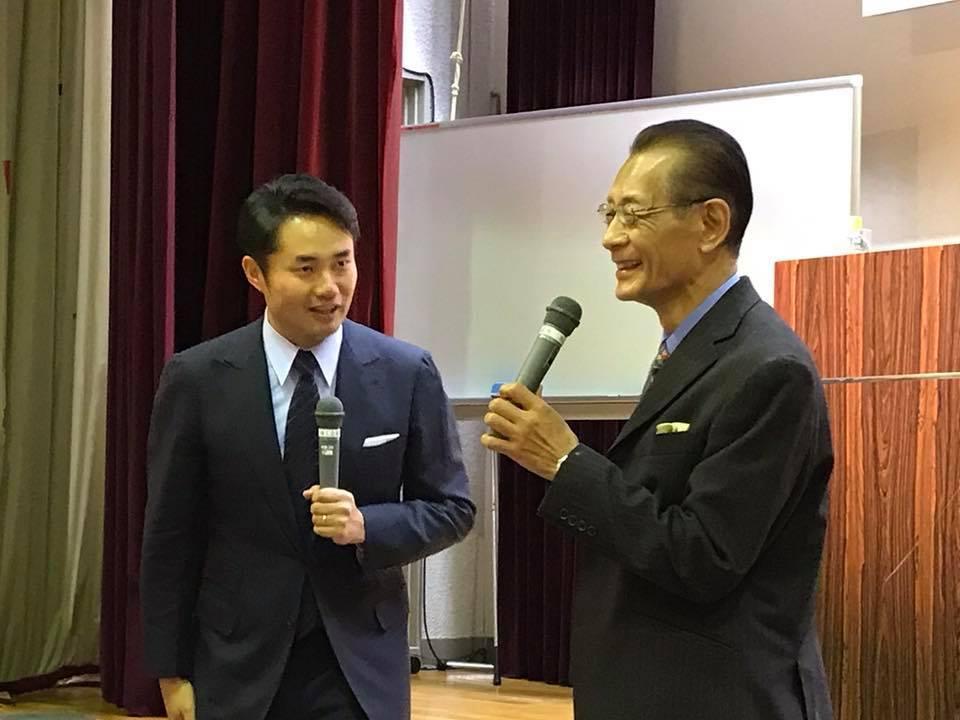 杉村太蔵さんの講演会で質問する清水章吾さん