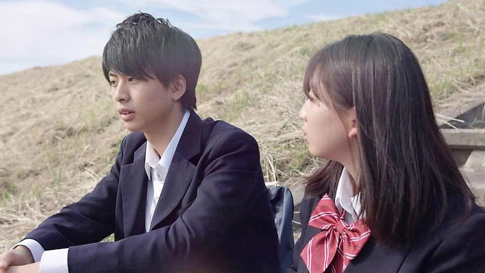 映画「クオリアの隣で」で主演を務めた岡宮来夢さん(左)と咲来真菜さん