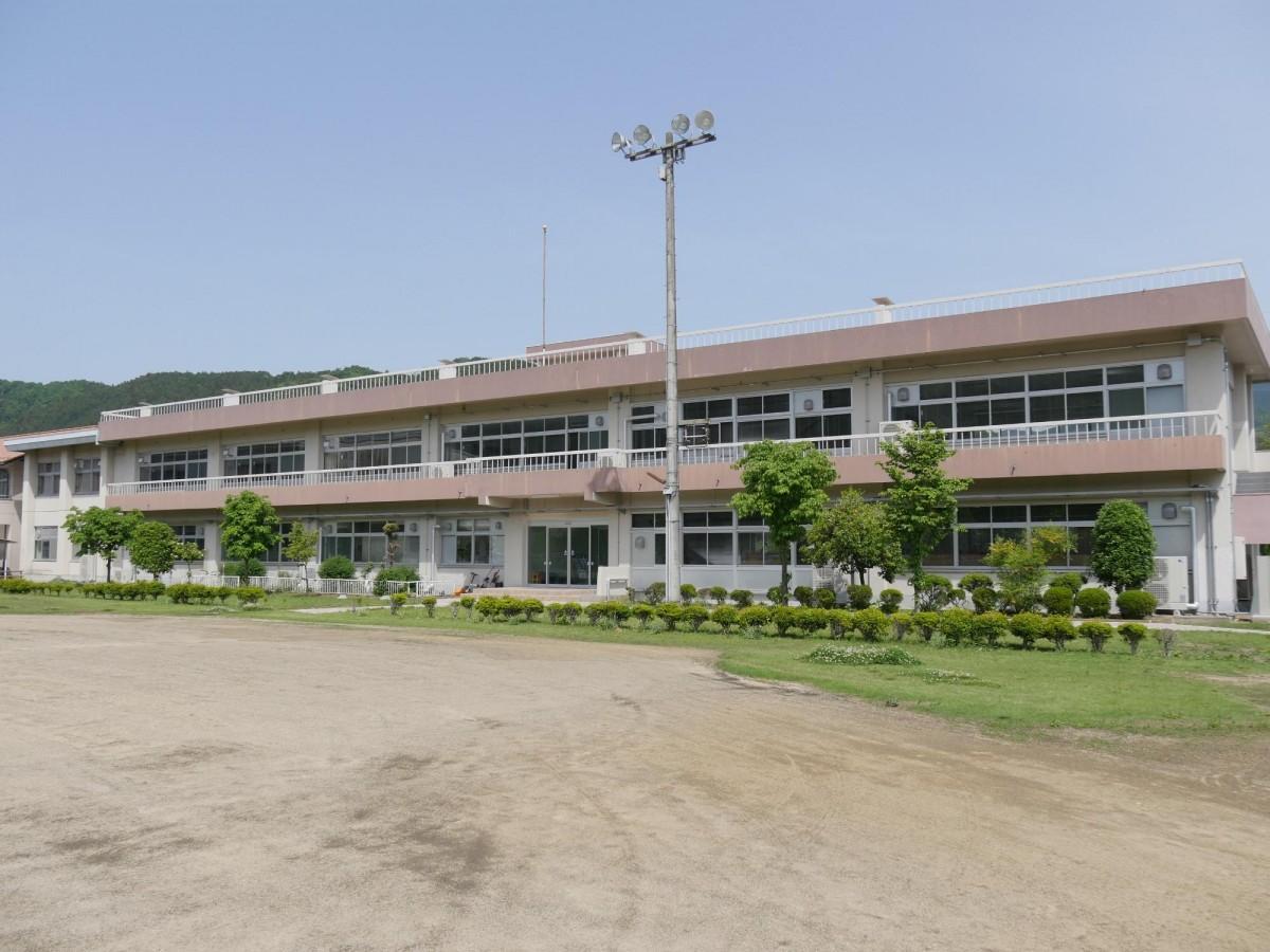 旧神泉中学校の神川町多目的交流施設(写真提供=神川町)