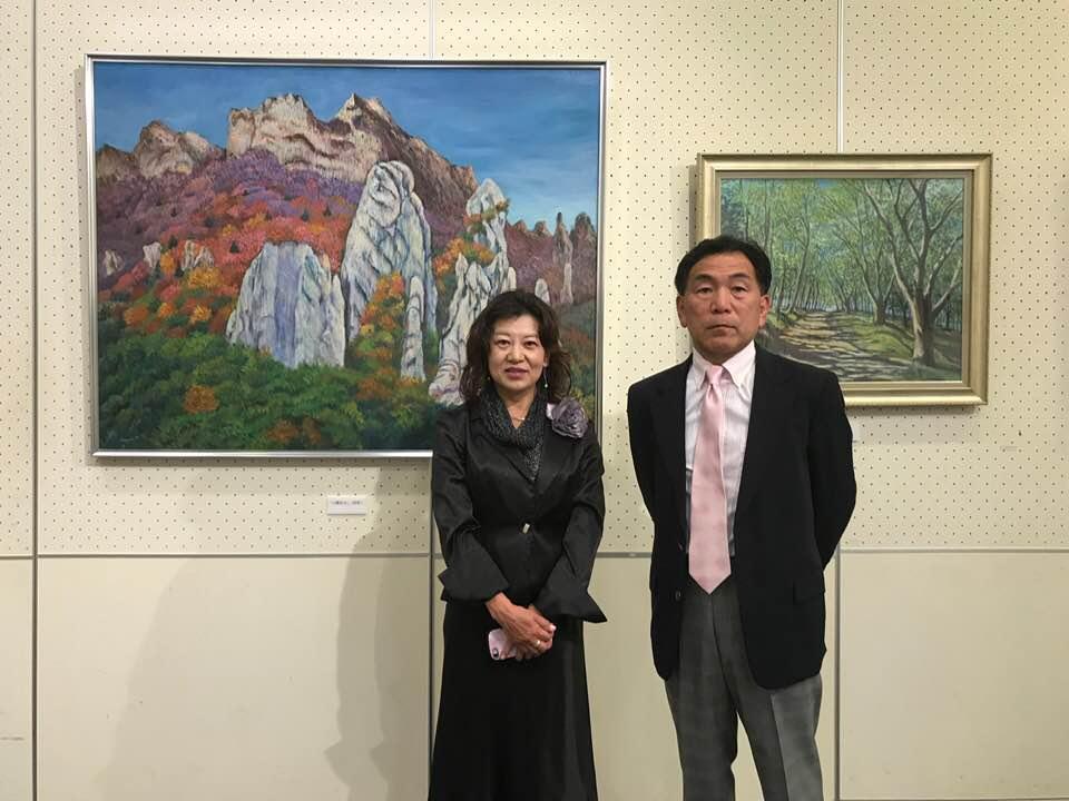岡村和美さんが描いた油絵「山燃ゆる」