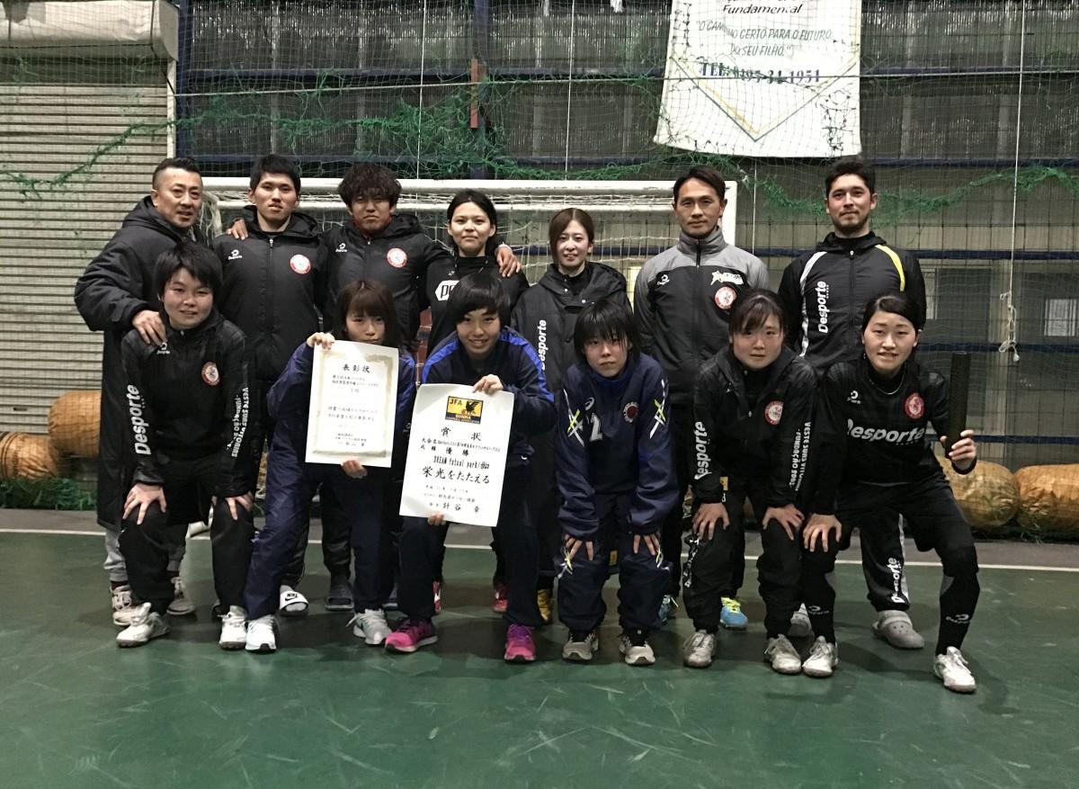 群馬県女子フットサルチーム「ドリームフットサルパーク PORCO」の選手ら
